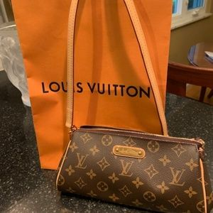 Louis Vuitton (Authentic) MM Clutch Crossbody purs